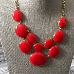 Apple red bubble Statement necklace in gold tone